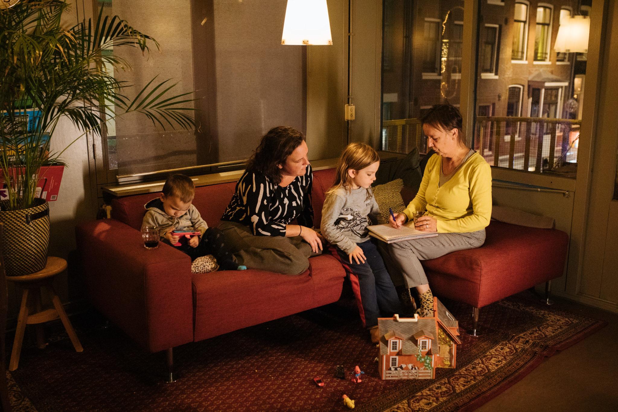 Marina, dochter Laura en kleinkinderen komen ook in Stroom wonen