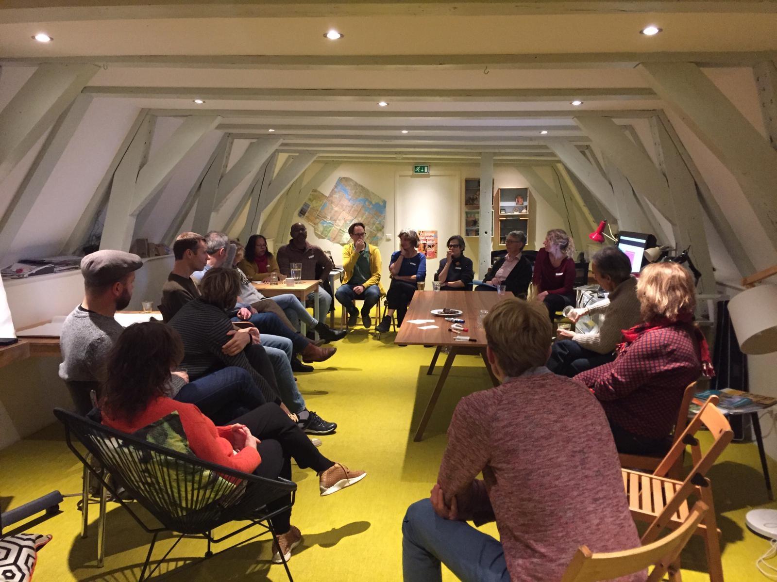 De eerste bijeenkomst met kennismaking en uitwisselen van ideeën